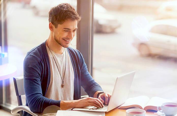 大学生にプログラミングがおすすめの理由「副業で稼ぐことができる」