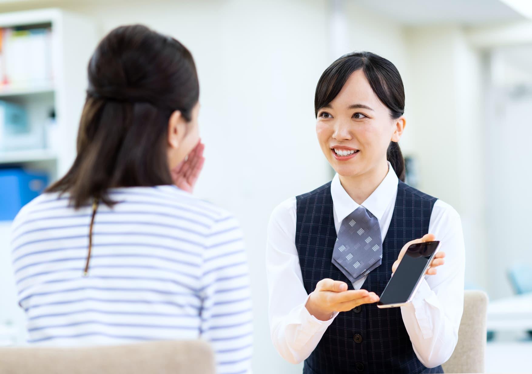 女性におすすめの高収入バイト「携帯ショップ店員」