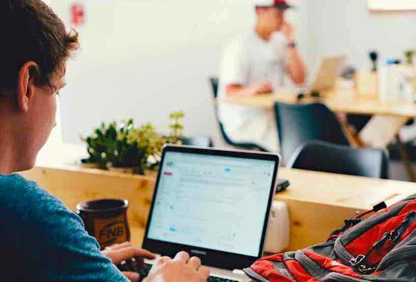 大学生に人気の高収入バイト「副業で稼ぐ」